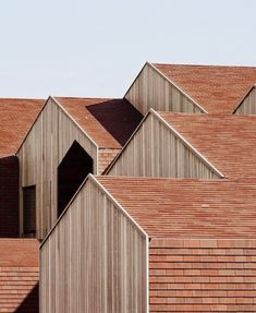 uploaded by cyndi Facade Architecture, Sustainable Architecture, Facade Design, House Design, Wooden Facade, Brick And Wood, Kids House, Cladding, Future House