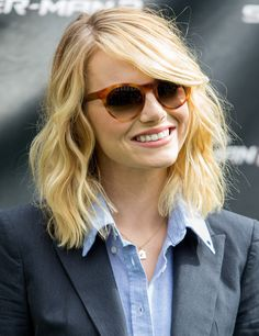Midi hair Does she have natural wave or is their a way I can do that? Midi Hair, Medium Hair Styles, Short Hair Styles, Emma Stone Hair, Lob Hairstyle, Hairstyles, Long Bob Haircuts, Winter Mode, Women Short Hair