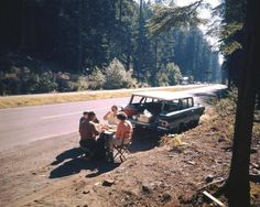 There's so much about this photo that I love! A roadside picnic! How awesome is that? This photo is from a Life Magazine collection- The American Northwest: Vintage Color Photos From an Epic Road Trip Family Road Trips, Family Travel, Yosemite National Park, National Parks, Roadside Picnic, Great American Road Trip, The Good Old Days, Vintage Colors, So Little Time