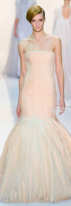 A purely feminine collection of Couture designs with delicate lines and exquisite beading and embroidery from Georges Hobeika. Catwalk Fashion, Fashion 101, Couture Fashion, Love Fashion, Beautiful Gowns, Beautiful Outfits, Woman Smile, Spring Couture, Theme Color
