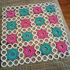 Crochet Bedspread, Crochet Blanket Patterns, Baby Knitting Patterns, Crochet Doilies, Crochet Flowers, Crochet Stitches, Diy Crafts Hacks, Crafts To Make, Crochet Pouch