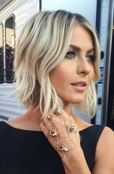 short hairstyle + blonde