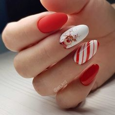 32 Cute Christmas Nail Art Ideas / Holiday Nails: These holiday-themed nail art designs will make your nails sparkle this season. Nail Art Noel, Xmas Nail Art, Cute Christmas Nails, Christmas Nail Art Designs, Xmas Nails, Holiday Nails, Halloween Nails, Nail Art Courses, Gel Nails