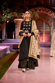 Full-sleeve #kurti worn with a #palazzo by Vikram Phadnis at #MakeinIndia show