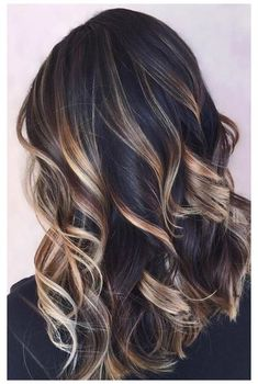 Bayalage Black Hair, Black Hair With Blonde Highlights, How To Bayalage Hair, Hair Color Highlights, Balayage Hair, Caramel Highlights, Chunky Highlights, Lowlights For Black Hair, Black With Blonde Highlights