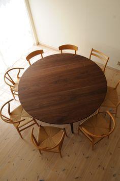 ウォルナット超特大丸ダイニングテーブル(4本脚) 直径180cm / カグオカ