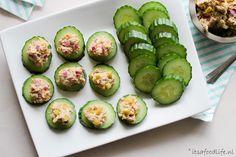 Komkommer met makreel salade is een prima snack voor op een verjaardag of bij de borrel. Maar ook als tussendoortje is het een lekkere keuze.