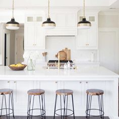 Doing some pinning tonight and I'm seriously dying over @studiomcgee's edesign for this client's kitchen. Major design envy!!! #studiomcgee #kitchen #white #brass #pendant #lighting #edesign #interiors #inspiration #interiordesign #pinterest #love by mandyccooper