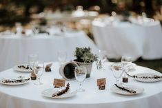 Minimalistic and clean rustic reception | Image by Kristen Kaiser  #reception #weddingreception #weddingdecor #tabledecor #tablescape #diningssetup #texaswedding #countrywedding #rusticwedding #wedding #weddinginspiration #weddingphotography