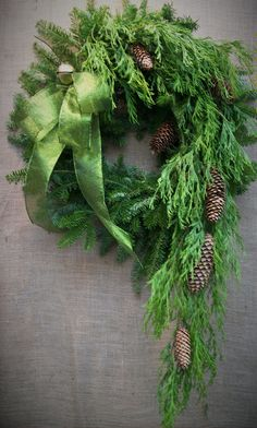 Good Pictures unique Christmas wreaths Popular Did you know anyone can make your personal Christmas time wreath? Christmas wreaths include a great Christmas Greenery, Ribbon On Christmas Tree, Christmas Door, Green Christmas, Outdoor Christmas, Rustic Christmas, Christmas Holidays, Christmas Crafts, Christmas Ornaments