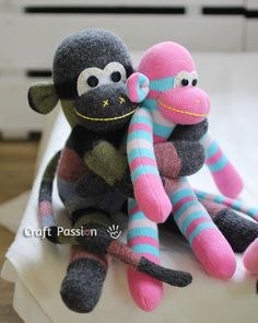 sock monkey sizes Make your own Marcho sock monkey by using this ultimate sewing pattern and tutorial. Easy to sew with guide from pictures and instructions. Sock Monkey Pattern, Sock Monkey Baby, Free Monkey, Sewing Patterns Free, Free Sewing, Free Pattern, Softie Pattern, Knitting Patterns, Diy And Crafts Sewing