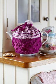 Quick tea cosy Quick Knitting Projects, Tea Cosy Knitting Pattern, Knitted Tea Cosies, Simply Knitting, Crochet Cozy, Tea Cozy, Cozy Corner, My Tea, Teapots