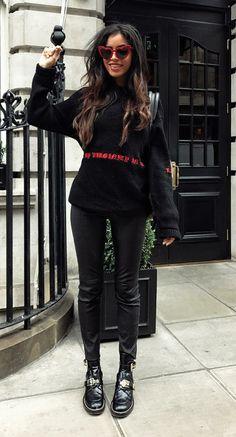 Musa do estilo: Cindy Kimberly, Moletom preto estampado, calça de couro ankel boot
