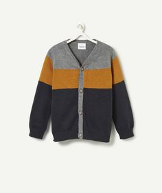 CARDIGAN HAKIKO :                     A cute cardigan to wear with jeans and a shirt for a super stylish look!            CARDIGAN HAKIKO, V-neck, long sleeves, buttons on front, 3 contrasting colours.