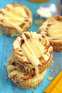 Miniature Cinnamon Roll Cheesecakes Recipe ~ Miniature-sized cheesecakes with a cinnamon-sugar swirl and a cream cheese topping. These mini desserts taste just like a cinnamon roll in a cheesecake form Bite Size Desserts, Just Desserts, Delicious Desserts, Dessert Recipes, Fall Desserts, Irish Desserts, Lebanese Desserts, Impressive Desserts, Cheesecake Desserts