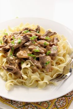 20-Minute Beef Stroganoff Recipe - make this classic dish right in your kitchen with just a few ingredients and only 20 minutes from start to finish! Comfort food at it's best!