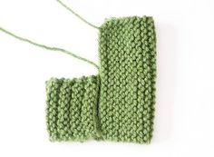 Outlander Knitting Patterns, Beanie Knitting Patterns Free, Baby Booties Knitting Pattern, Baby Hats Knitting, Free Knitting, Knitting Socks, Knitting Paterns, Knit Baby Shoes, Crochet Baby Booties