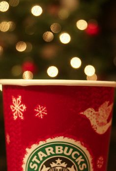 I l♥ve l♥ve l♥ve Starbuck's Holiday Cups ✳ So festive and cheery!