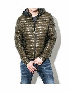 Moncler Men's LIONEL Detachable Hood Spring Goose Down Jacket Khaki 5 (IT) XL (US) Moncler,http://www.amazon.com/dp/B00GY998T0/ref=cm_sw_r_pi_dp_vHS9sb1WTT0ZV2EG
