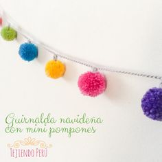 Guirnalda de Navidad hecha con mini pompones! English subtitles: mini pom-pom Christmas garland!