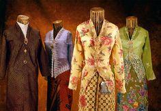 Nyonya Kebaya: Women's Costume from Malaysia   Kebayas are s…   Flickr