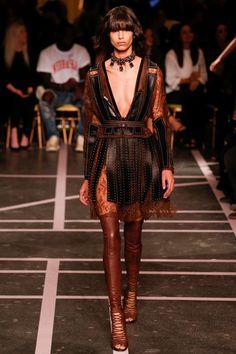 Sfilata Givenchy Parigi - Collezioni Primavera Estate 2015 - Vogue