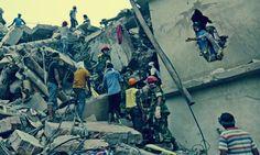 Sfruttamento che viene chiamato lavoro e miete vittime http://tuttacronaca.wordpress.com/2013/10/08/le-maglie-insanguinate-strage-in-bangladesh-almeno-10-morti/