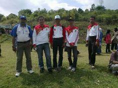 Rehat sejenak setelah menananm pohon , team penyuluhan dari BP4K2P Kabupaten Agam dan rekan dari Palupuah