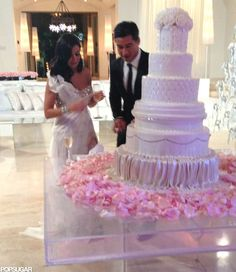 Mario Lopez White Wedding cake
