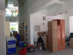Interior y mobiliario durante el proceso de reforma Desk, Furniture, Home Decor, Renovation, Pharmacy, Towers, Interiors, Writing Table, Desktop