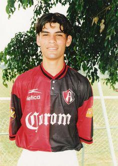 Rafael Marquez Alvarez, con la playera del ATLAS DE GUADALAJARA, aun siendo un chavito.