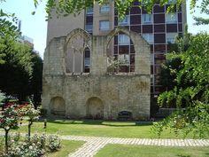 Ruines du réfectoire du couvent des Cordelières dans la cour de l'hôpital Broca .