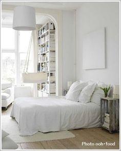 素材感のあるナチュラルな寝室|寝室のインテリアコーディネート