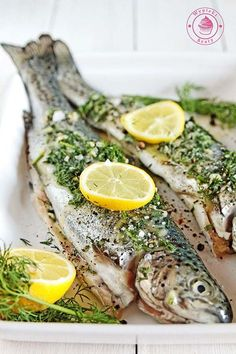 Grilled trout - pstrąg z grilla Baked Fish, Baked Salmon, Bbq Salmon In Foil, Grilled Trout, Summer Bbq, Fish Recipes, Seafood, Food And Drink, Cooking Recipes