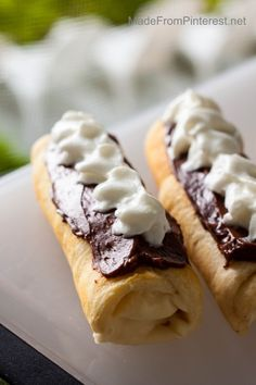Campfire Eclairs – This is camp food with flair! Simple as a s'more and so yummy… Campfire Eclairs – This Campfire Eclairs, Campfire Desserts, Campfire Food, Bbq Desserts, Camping Meals, Camping Cooking, Camping Kitchen, Tent Camping, Camping Hacks