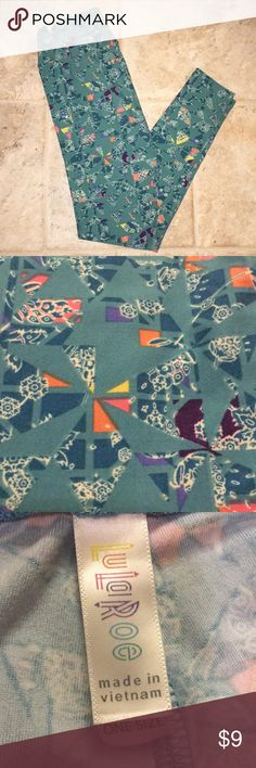 EUC Lularoe LLR OS leggings teal background EUC Washed per LLR standards Made in Vietnam Only noticed one very, VERY minor area of piling that I almost missed had I not had my eyes less than 6 inches and purposely looking...on the inside of the leg at the seam near the crotch (pic 4). Unless you sit with your legs wide open, on someone's face (no judgement here), no one will ever notice ✌🏻 LuLaRoe Pants Leggings