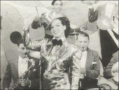 Alô Alô Carnaval, de Adhemar Gonzaga e Wallace Downey, foi rodado no ano de 1936. A história conta as dificuldades de dois produtores em custear a revista musical Banana da Terra. No elenco, nomes como Oscarito, Jorge Murad, Francisco Alvez, Lamartine Babo, Almirante e Carmen Miranda
