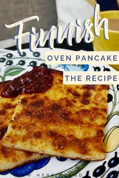 Learn how to make this super tasty and super yummy Finnish recipe: the traditional finnish oven pancake! Finnish Pancakes, Finnish Cuisine, Finland Food, Nordic Recipe, Oven Pancakes, Finnish Recipes, Norwegian Food, Finland, Kochen