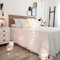 Sweet dreams! // Schlafzimmer Ideen Deko Bett Skandinavisch Einrichten Wohnideen Beleuchtung Lichterkette  @peli_pecas