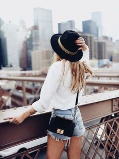 40 Casual Summer Outfits To Try Now - Street Styles Fashion Over 40, Look Fashion, Womens Fashion, City Fashion, Denim Fashion, Paris Fashion, Style Outfits, Summer Outfits, Cute Outfits