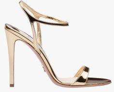 Sandales en cuir métallisé Prada http://www.vogue.fr/mode/shopping/diaporama/les-plus-belles-chaussures-sandales-escarpins-mode-pour-les-fetes-de-noel/24499#sandales-en-cuir-mtallis-prada