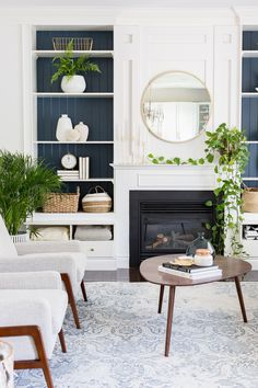 45 all-white room decor ideas that you can try in summer this year White Room Decor, All White Room, Family Room Design, Dining Room Design, Dining Rooms, My Living Room, Living Room Decor, Built In Shelves Living Room, Mid Century Modern Living Room