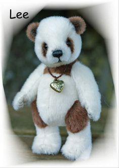 Lee by Loppi-Bären. I got a bear named after me :)