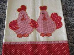 pano de prato com aplicação em patchwork. as cores podem variar conforme a disponibilidade dos tecidos.