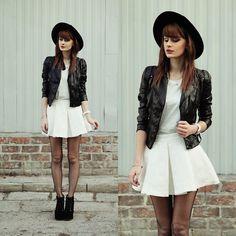 White skirt. (by Katarzyna Konderak)