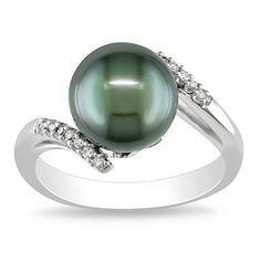 This stunning and unexpected ring features a beautifully colored luxurious pearl that catches attention, which is accented by glistening round-cut diamonds on either side. This stunning ring from the