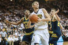 Michigan vs. Iowa - 3/5/16 College Basketball Pick, Odds, and Prediction