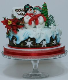 Christmas Cake & Dessert Ideas With A Wow Factor Christmas Themed Cake, Christmas Wedding Cakes, Christmas Cake Designs, Christmas Cake Decorations, Christmas Cupcakes, Christmas Sweets, Holiday Cakes, Christmas Goodies, Christmas Baking