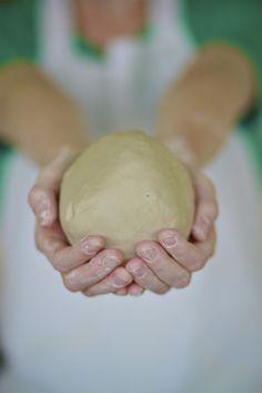 """clay   """"Barro'  una masa amorfa  que  cuando  la tocamos  hasta amoldearla,  se  convierte en  un   milon  de posibilidades!"""