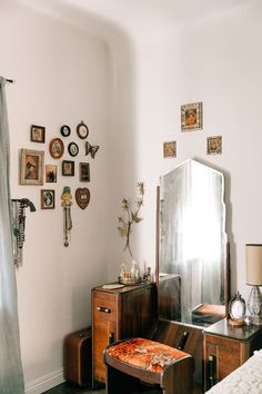The Vintage Vegans | Emily Vallely's Vintage Apartment